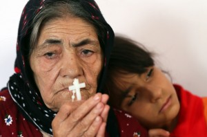 ერაყელი ქრისტიანები ეკლესის დაბომბვის შემედეგ