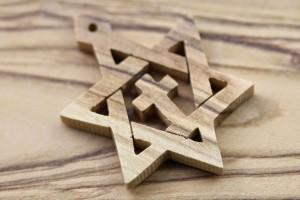 olive-wood-magen-david-cross-pendant-christmas-tree-touy-6