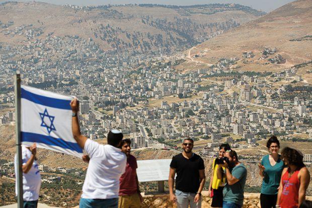 israelis-with-flag-of-israel